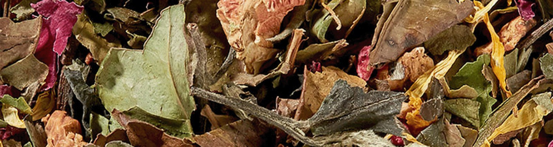 Té blaco mezclados con flores frutas y platas con aromas naturales